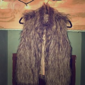 Fur vest with pockets and hidden hook closures